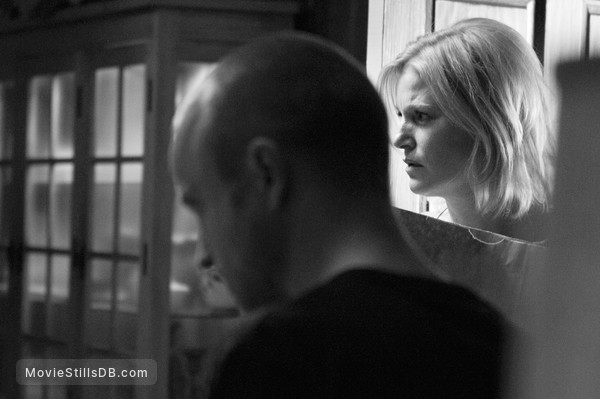 Breaking Bad - Publicity still of Aaron Paul & Anna Gunn