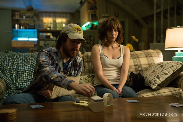 10 Cloverfield Lane - Publicity still of Mary Elizabeth Winstead & John Gallagher Jr.
