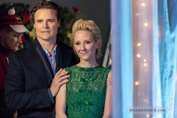 Looks Like Christmas.Looks Like Christmas Publicity Still Of Anne Heche Dylan