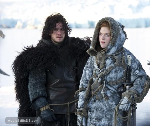 Game of Thrones - Publicity still of Kit Harington & Rose Leslie
