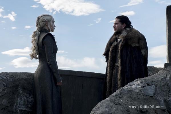 Game of Thrones - Publicity still of Kit Harington & Emilia Clarke