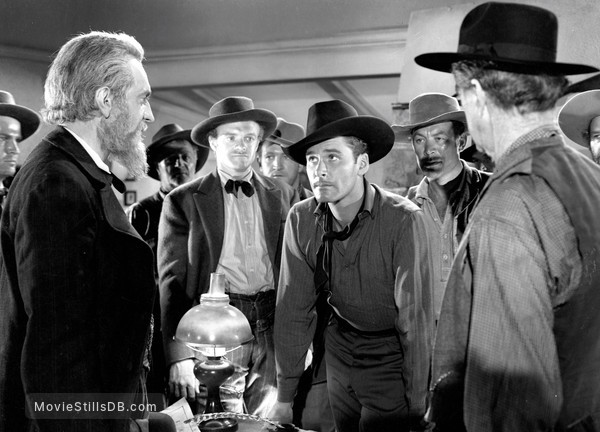 Dodge City - Publicity still of Frank McHugh & Errol Flynn
