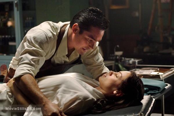 Smallville - Publicity still of Dean Cain & Natalia Minuta