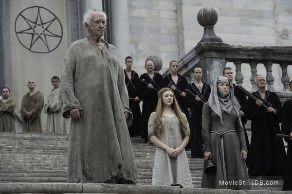 Game of Thrones - Publicity still of Jonathan Pryce, Natalie Dormer & Hannah Waddingham