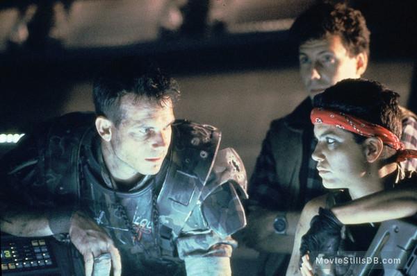 Aliens - Publicity still of Bill Paxton & Jenette Goldstein