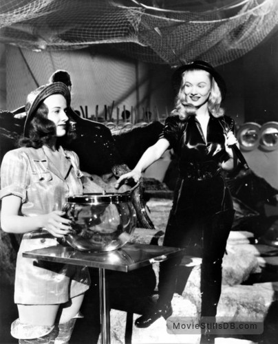 This Gun for Hire - Publicity still of Veronica Lake & Pamela Blake
