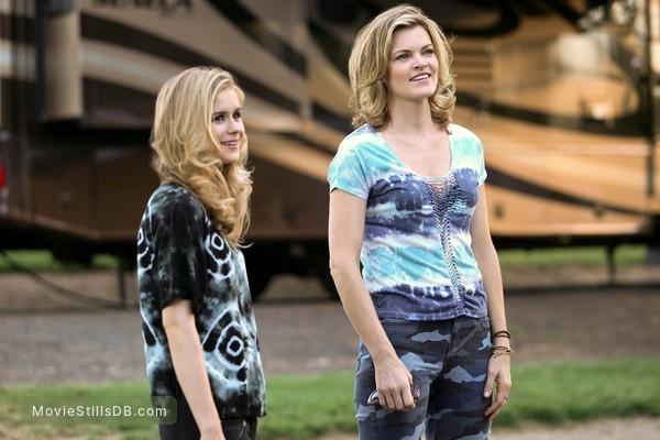 Captain Fantastic - Publicity still of Missi Pyle & Erin Moriarty