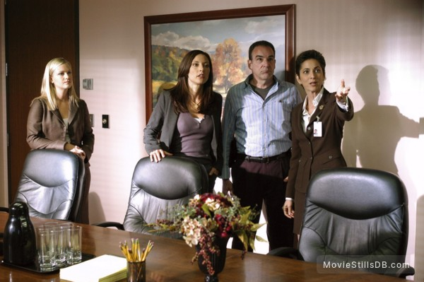 Criminal Minds - Publicity still of Mandy Patinkin, A.J. Cook & Lola Glaudini