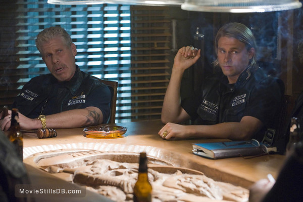 Sons of Anarchy - Publicity still of Ron Perlman & Charlie Hunnam