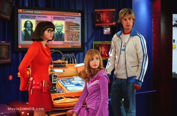Scooby Doo 2 Monsters Unleashed Publicity Still Of Sarah Michelle Gellar Linda Cardellini