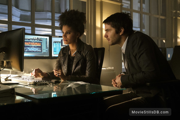 Geostorm - Publicity still of Zazie Beetz & Jim Sturgess