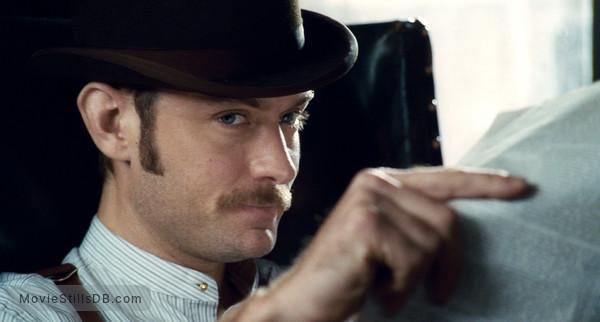 Sherlock Holmes - Publicity still of Jude Law