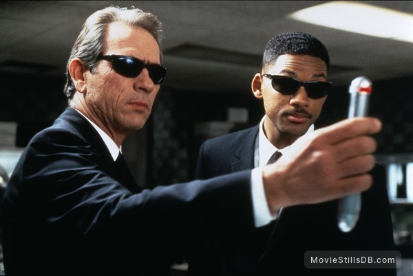Men In Black - Publicity still of Will Smith & Tommy Lee Jones