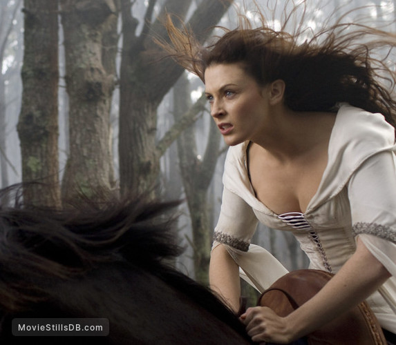Legend of the Seeker - Publicity still of Bridget Regan